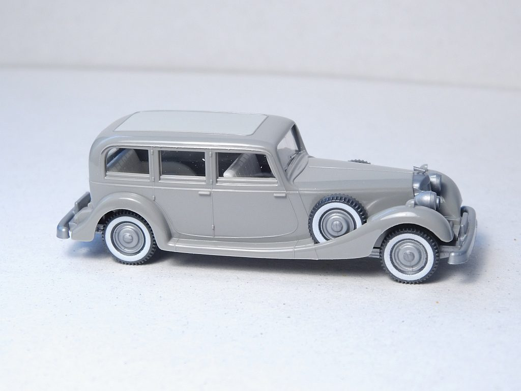 825/2B platingrau, Lenkrad creme
