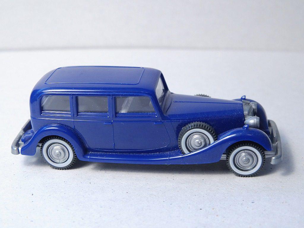 825/2A kobaltblau, Lenkrad creme