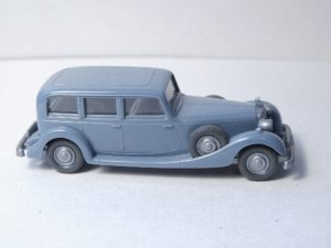 825/G graublau, Lenkrad hellbeige
