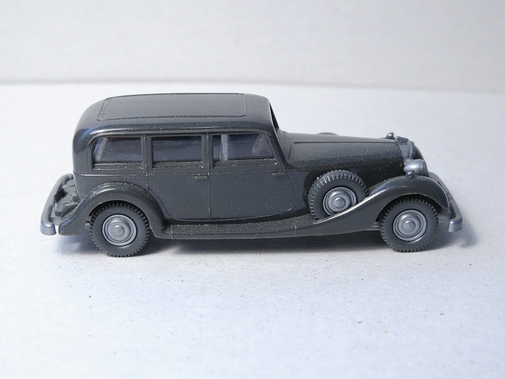 825/A anthrazit, Lenkrad creme