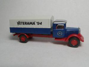 Mercedes - Veterama ´94. Aufbau capriblau, Chassis rot, Kotflügel rot