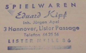Jürgen Apel führte das Geschäft von 1961 bis 1995. Der Laden wechselte unter neuem Inhaber in die Lister Meile 47, Nähe der Sedanstr. und verschwand dann.